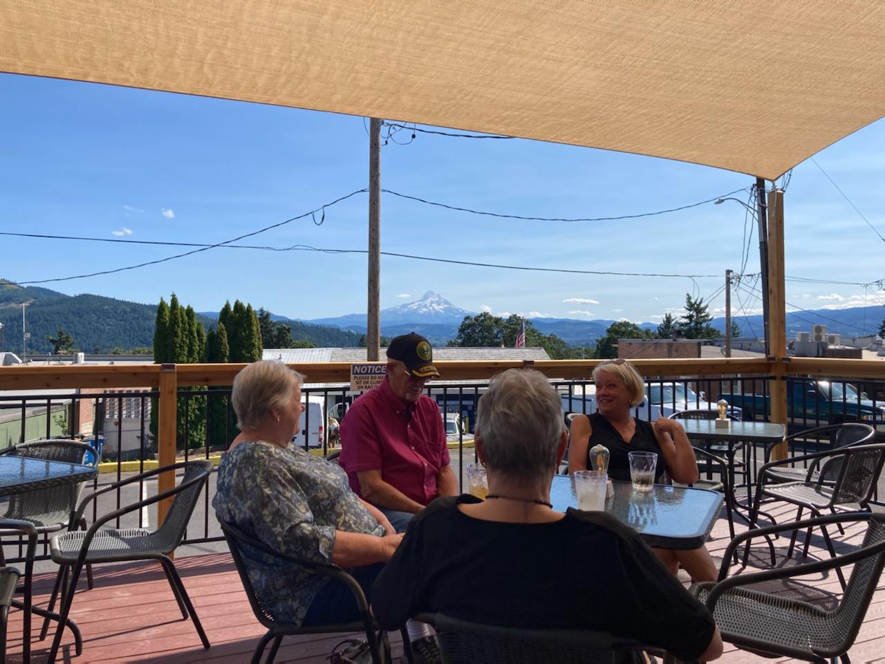 Mountain View Lounge